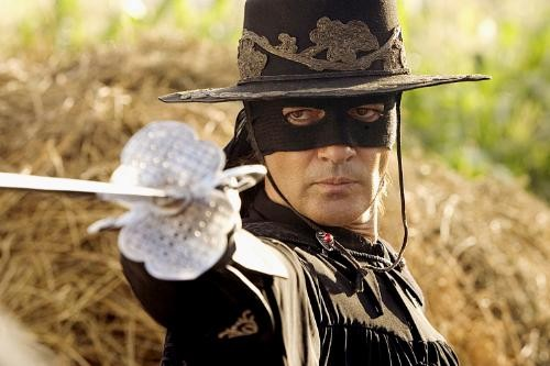 http://cinevibe.fr/wp-content/uploads/2011/04/la_legende_de_zorro_the_legend_of_zorro_2004_reference.jpg
