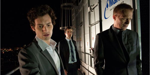 Zachary Quinto, Penn Badgley et Paul Bettany dans Margin Call de J.C. Chandor