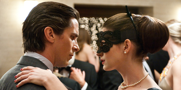 Christian Bale et Anne Hathaway dans The Dark Knight Rises de Christopher Nolan
