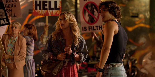 Julianna houghs et Diego Boneta dans Rock of Ages d'Adam Shankman