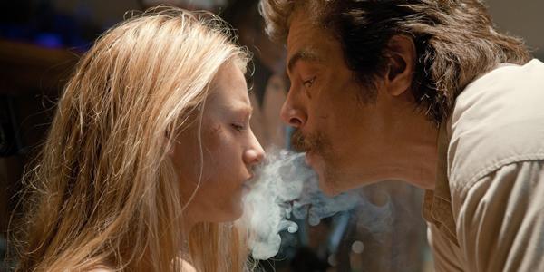 Blake Lively et Benicio Del Toro dans Savages d'Oliver Stone