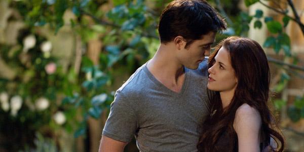 Robert Pattinson et Kirsten Stewart dans Twilight - chapitre 5 : Révélation (2ème partie)